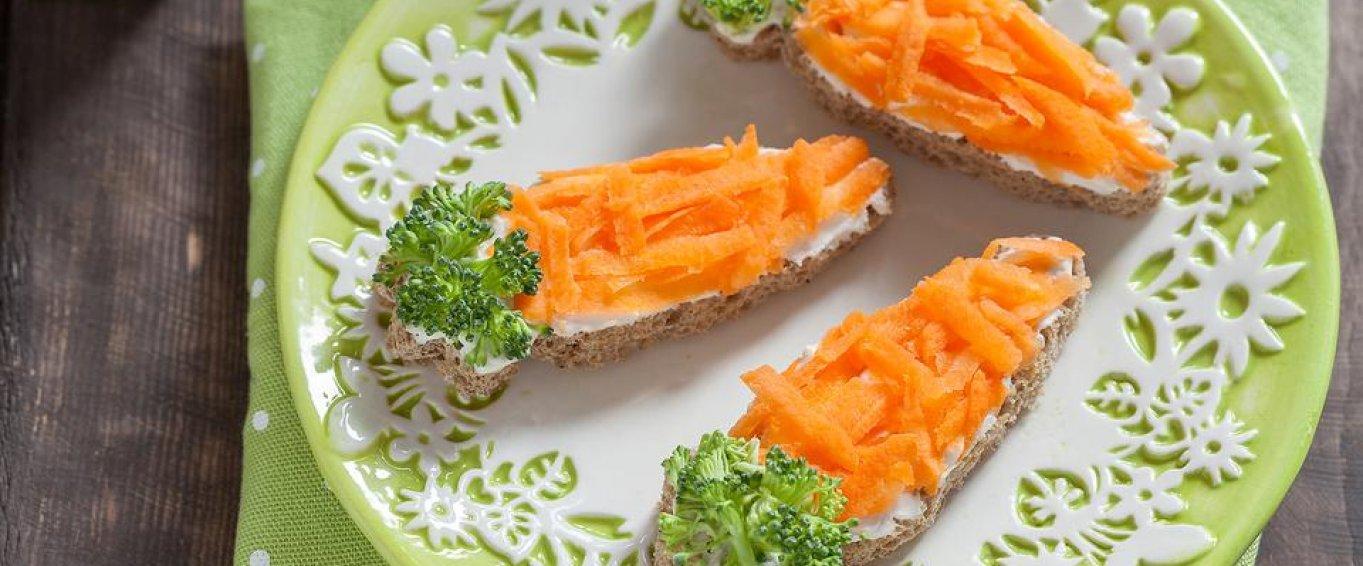 Mini Carrot Shaped Pizzas with Carrot and Broccoli