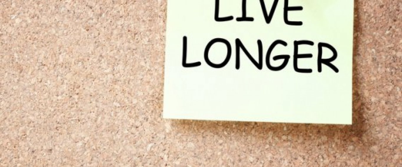 Post it note with 'live longer' written on