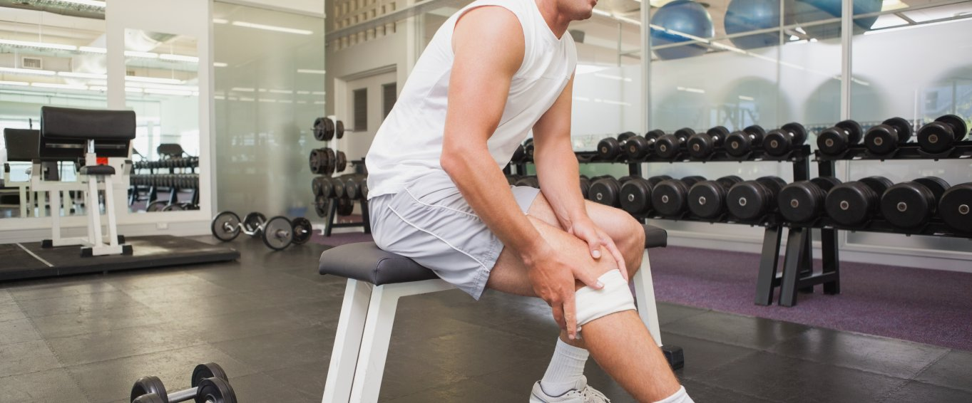 Man in pain with a knee injury LPOS